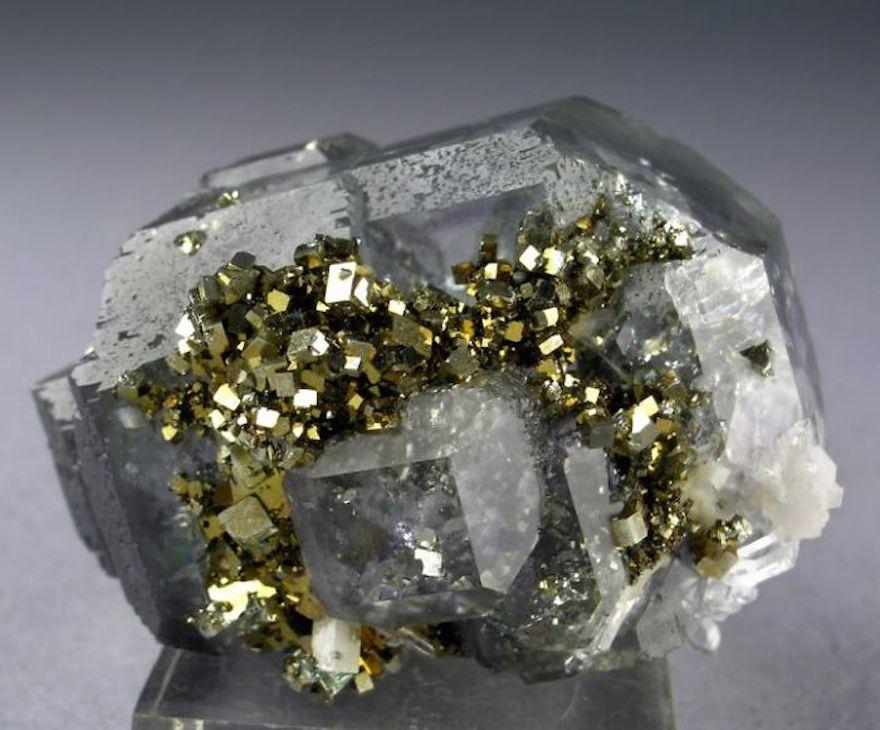 amazing-stones-minerals-24__700