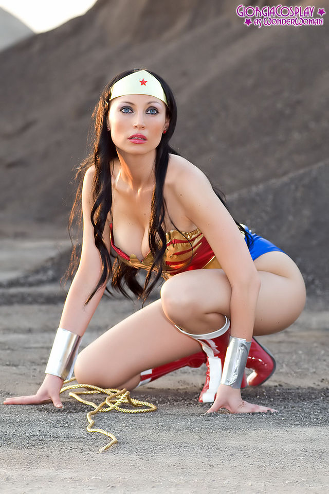 these-17-incredible-wonder-woman-cosplayers-will-explode-your-brain-327238