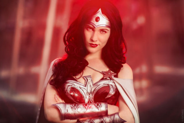 these-17-incredible-wonder-woman-cosplayers-will-explode-your-brain-327240