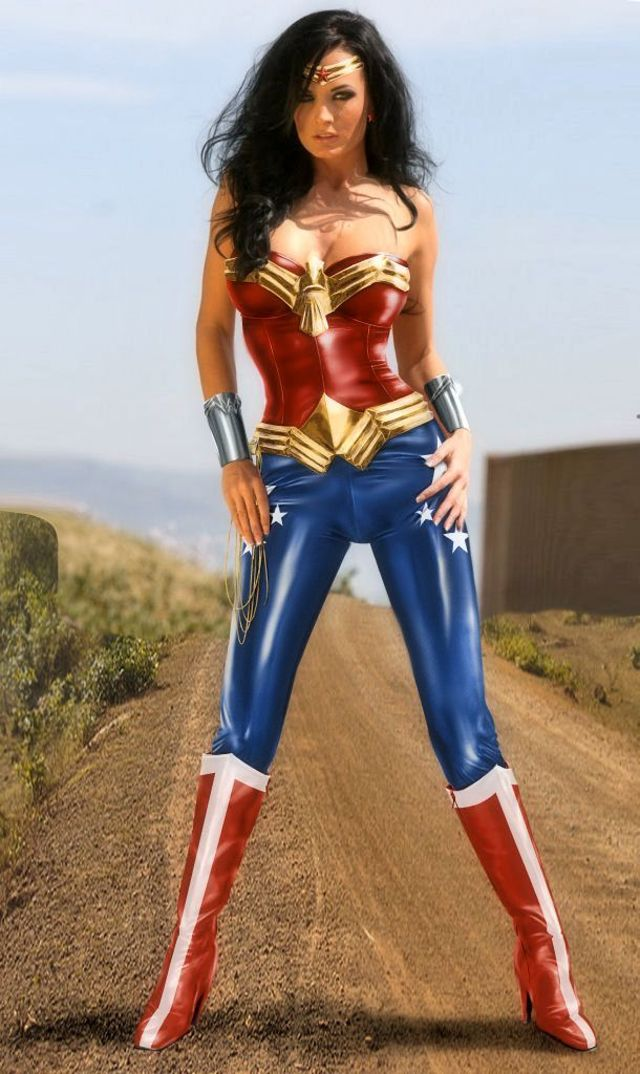 these-17-incredible-wonder-woman-cosplayers-will-explode-your-brain-327254