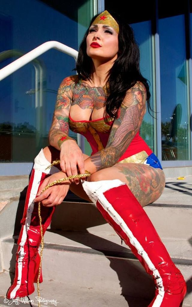 these-17-incredible-wonder-woman-cosplayers-will-explode-your-brain-327259