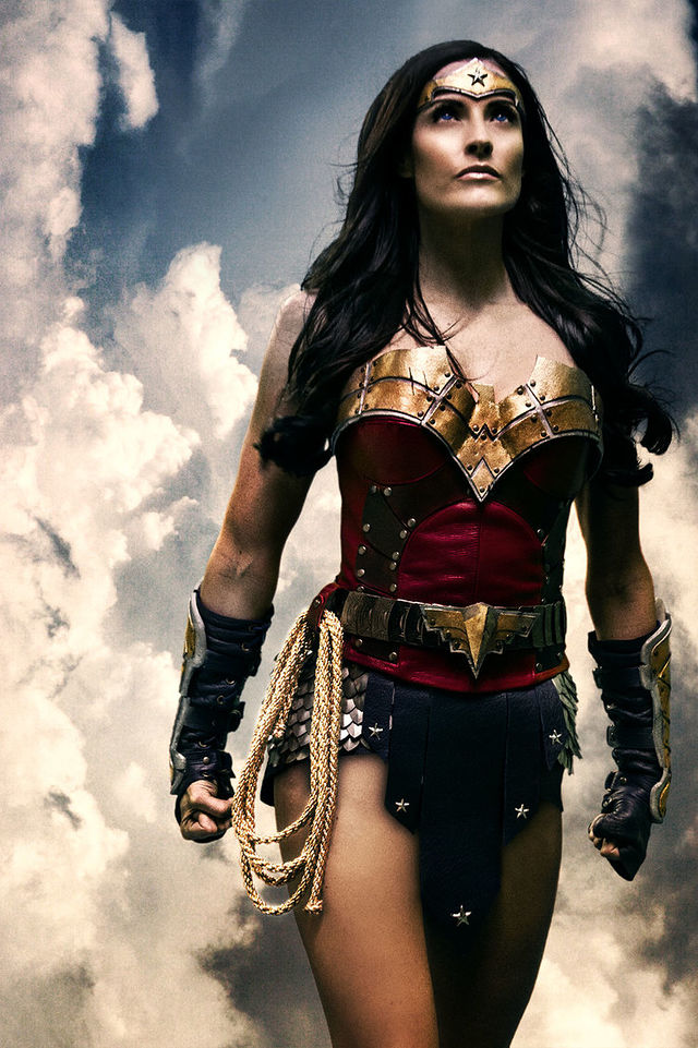 these-17-incredible-wonder-woman-cosplayers-will-explode-your-brain-327309