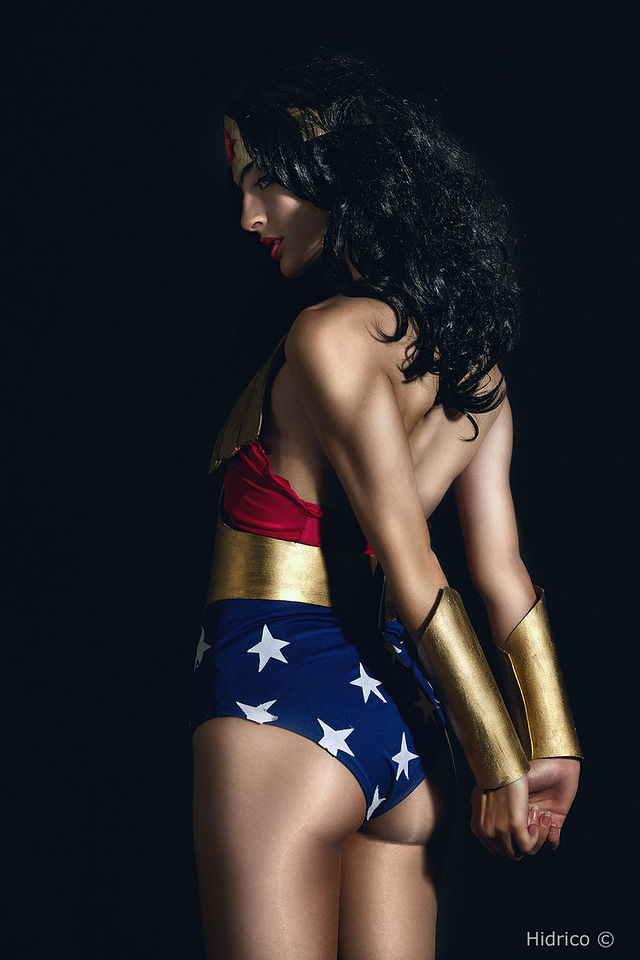 these-17-incredible-wonder-woman-cosplayers-will-explode-your-brain-327315