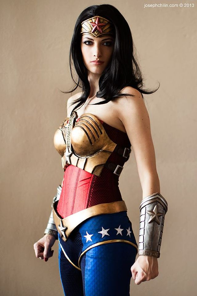 these-17-incredible-wonder-woman-cosplayers-will-explode-your-brain-327321