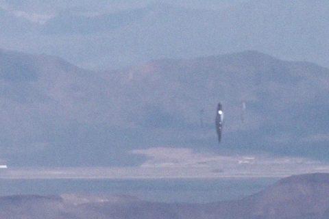 Filmen estranys objectes voladors sobre l'Àrea 51